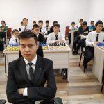 Аллаяр Ширлиев сыграл 40 партий вслепую